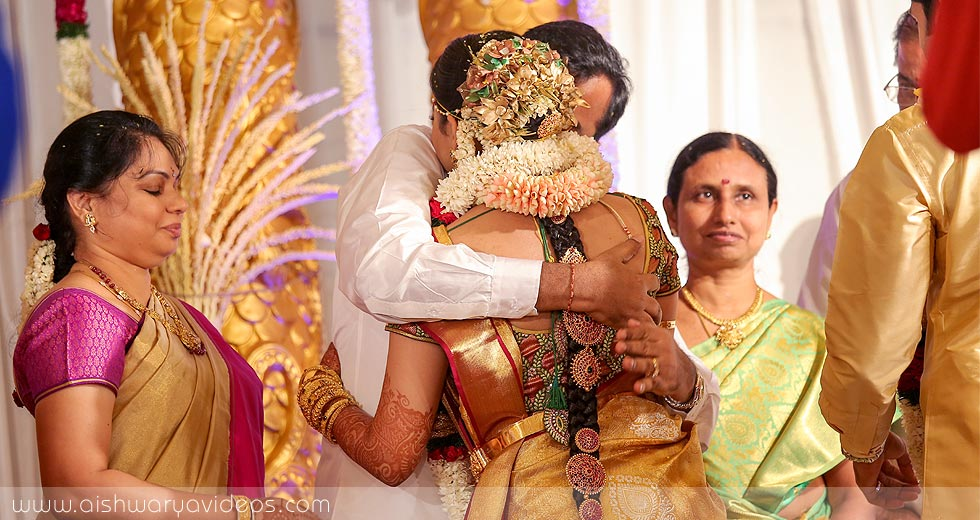 Sundeep & Dhivya - top wedding photographers - Aishwarya Photos & Videos