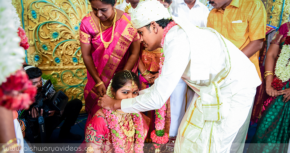 Karthik & Dhivyapriya - top wedding photographers - Aishwarya Photos & Videos